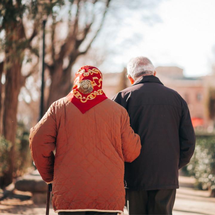 人口は減っているが高齢者は増えていく