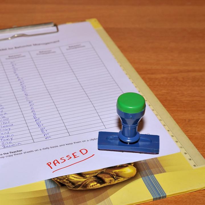 「筆記試験」は60%の正解率が合格目安